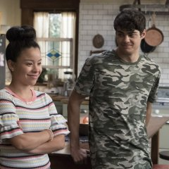 The-Fosters-5x06-Welcome-To-The-Jungler-18-48f1244b9d2fefe58f902078e8f680af.jpg